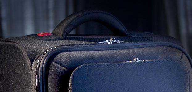 bagages valise poids plume chez delsey. Black Bedroom Furniture Sets. Home Design Ideas