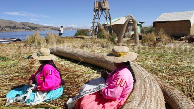 Au bord du lac Titicaca, entre Pérou et Bolivie, à 3812 m d'altitude.