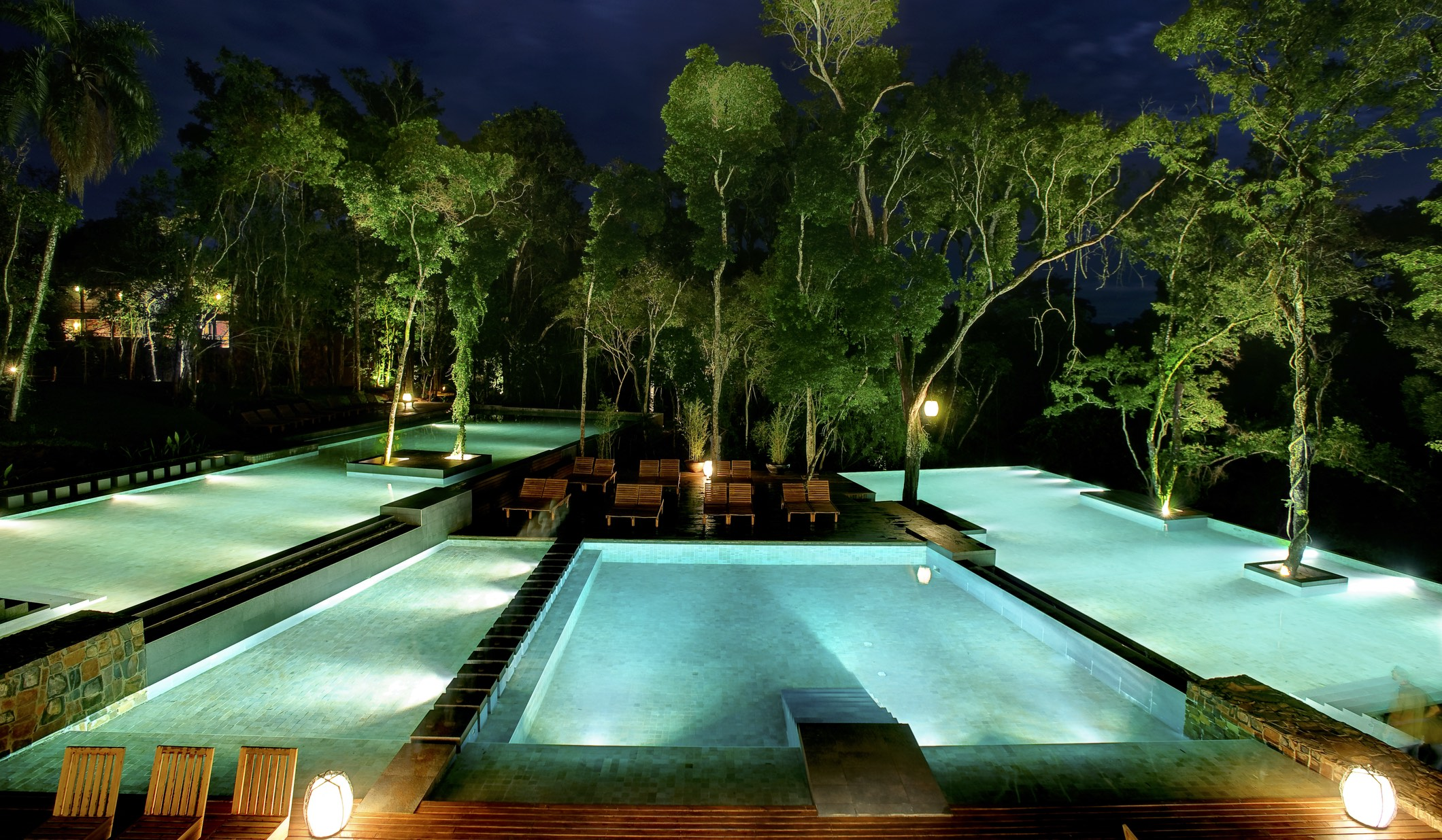 Loi Suites - piscines by night