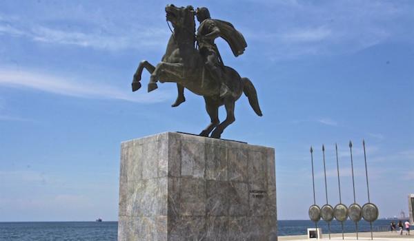 La statue d'Alexandre le Grand sur le front de mer.