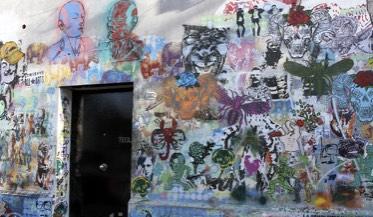 L'entrée assez atypique et taguée de Tegui, autre belle adresse de Buenos Aires