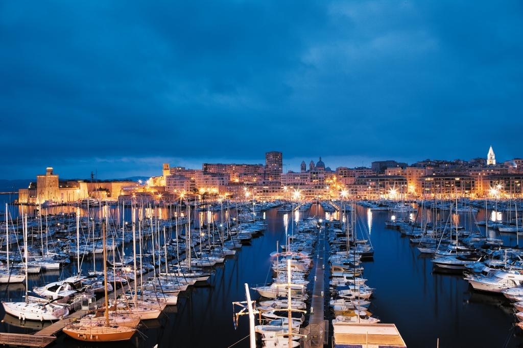 Depuis Les Baies Et Les Terrasses Du Blu Radisson Hotel, Des Vues  Panoramiques Sur Le Vieux Port U2026